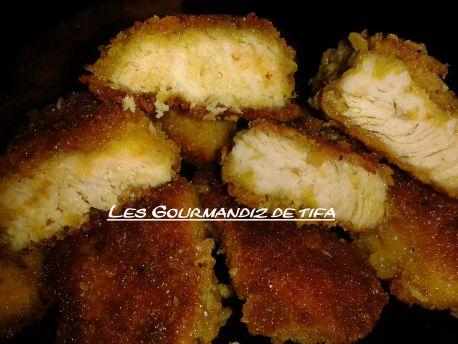 nuggets au poulet à la chapelure de pain http://lesgourmandizdetifa.wordpress.com/2014/08/07/nuggets-maison/