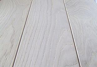 Parquet chêne massif brossé verni blanc