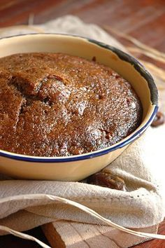 Oond 180 gr C. Maak die deeg in die bak aan waarin jy die poeding gaan bak, bak moet omtrent inhouds mate van 2 L hê. Meng 1 E sagte margarine, 1 k appelkoos konfyt, 1 t koeksoda, 6 E hoogvol bruis...