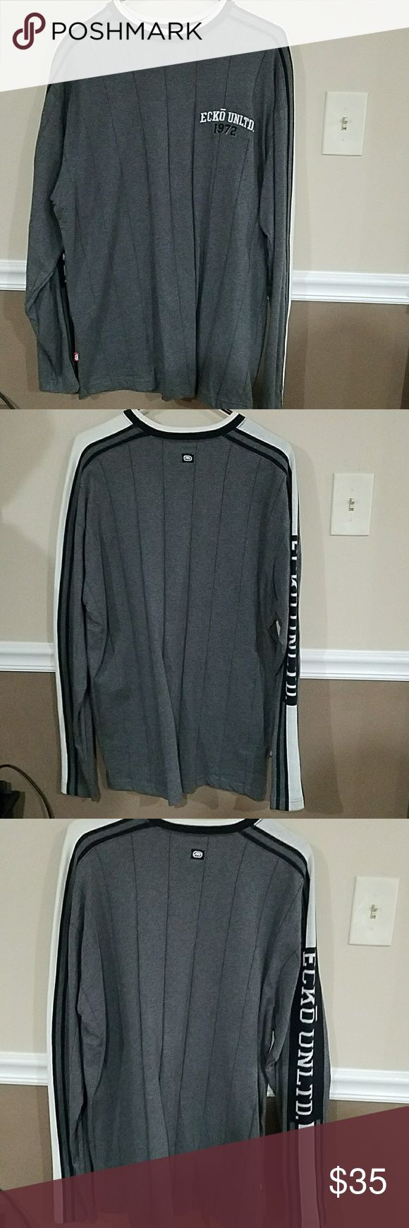 Ecko sweater Barely worn, good condition, slight discoloration around color Ecko Unlimited Sweaters