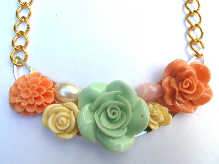 Vintage Necklace    find us on Facebook: Las Marinas
