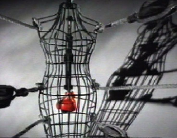 Read more: https://www.luerzersarchive.com/en/classic-spot-of-the-week/2016-13.html Menstrual Pains In this classic 1991 spot, we see a red boxing glove repeatedly smashing into the bars from inside a cage. When the menstrual pain finally eases, a flight of white doves is released from the cage into freedom. A spot promoting Nurofen as a source of effective relief from period pain. Tags: Tim Mellors,Limelight, London,Gold Greenlees Trott, London,Matt Forrest,Graham Clark,Nurofen