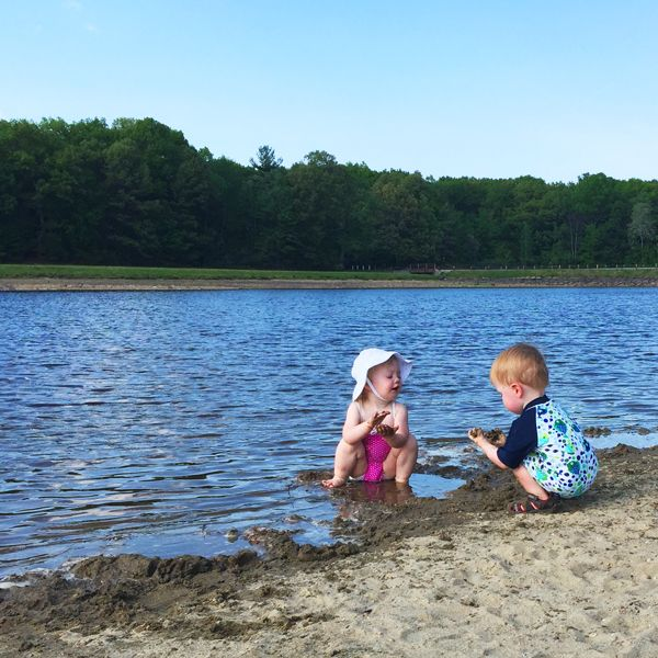A Guide To Packing For Day At The Beach And Advice When Bringing Babies