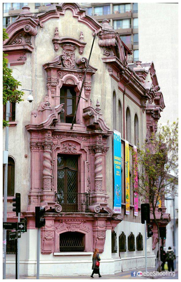Esquina de Miraflores con Monjitas en Santiago.