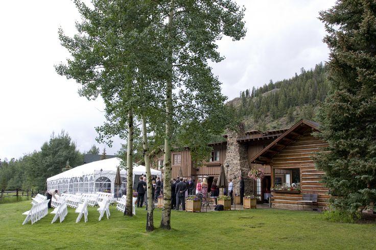 Wedding ceremony at Ski Tip Lodge in Keystone, Colorado. Photo courtesy of IN Photography. #mountainwedding