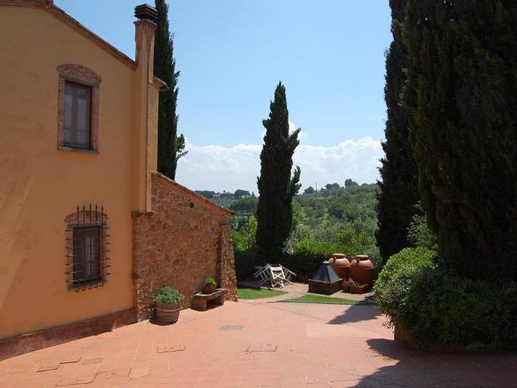 Situated on the gentle green slopes of the Tuscan hillside, Farmhouse Apartment Geltruda  is an ideal place for an enjoyable vacation. Just 1 km. from the apartment is the charming medieval village of Montaione. http://www.ciaoitalyvillas.com/tuscany-vacation-rentals/florence/montaione-villas/10262