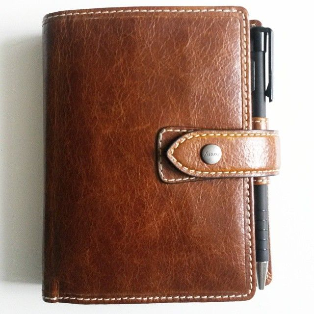 May I introduce: my daily planner! He is so handy and light...I take him always with me, my filofax malden ochre in pocket ✌ #filofax #maldenochre #filofaxpocket