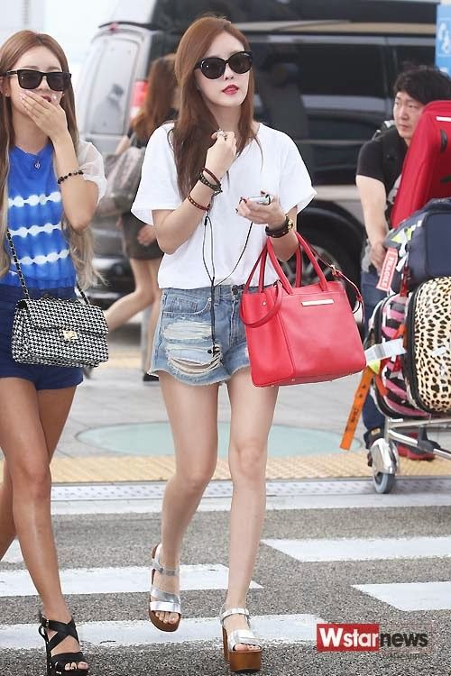 White Plain Tee with Shades Airport Fashion of T-ara Hyomin