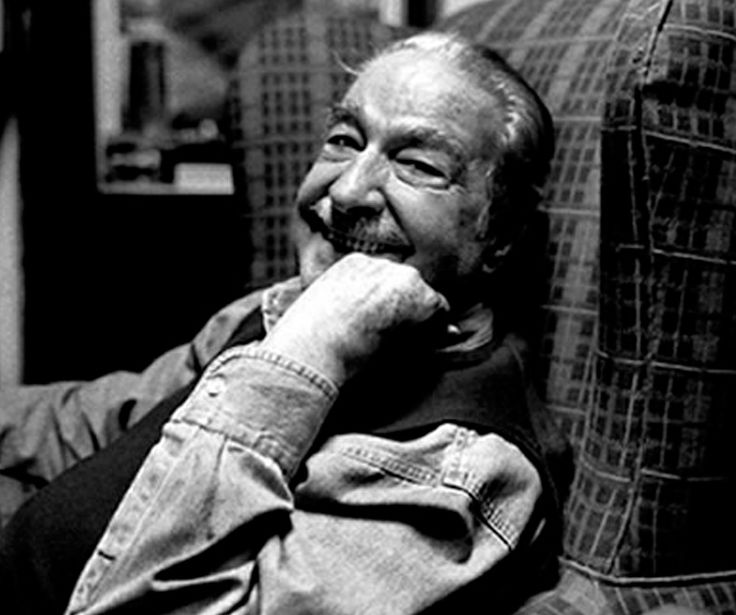 Álvaro Mutis Jaramillo fue un novelista y poeta colombiano. Vivió en México desde su juventud y hasta su muerte. Es considerado uno de los escritores hispanoamericanos contemporáneos más importantes.
