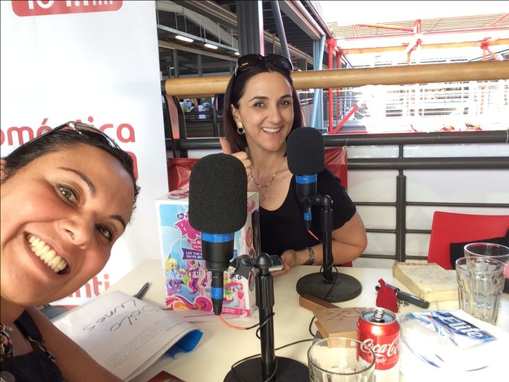 Renata Bravo y Alejandra Espinosa desde Easton Outlet Mall. Radio romántica