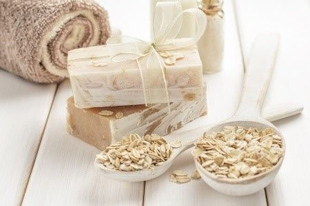 A aveia conta com vários benefícios para a pele, por isso nada melhor que fazer um sabonete dela! ;) #sabonete #soap #aveia