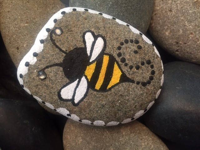Bumble Bee painted rock by SoulStonesCreations on Etsy https://www.etsy.com/listing/522951062/bumble-bee-painted-rock