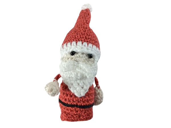Der Mini-Nikolaus von Conni Hartig steht hier als freie Anleitung zum Download für euch bereit. Er ist mit 10er Baumwollgarn und der Nadelstärke 1,5mm gearbeitet. Ihr könnt ihn aber in jeder Lauflänge nacharbeiten, dann wird er größer als ungefähr 4cm, die er mit dem 10er Garn misst. Die Häkelanleitung ist für einen Anfänger sicher etwas