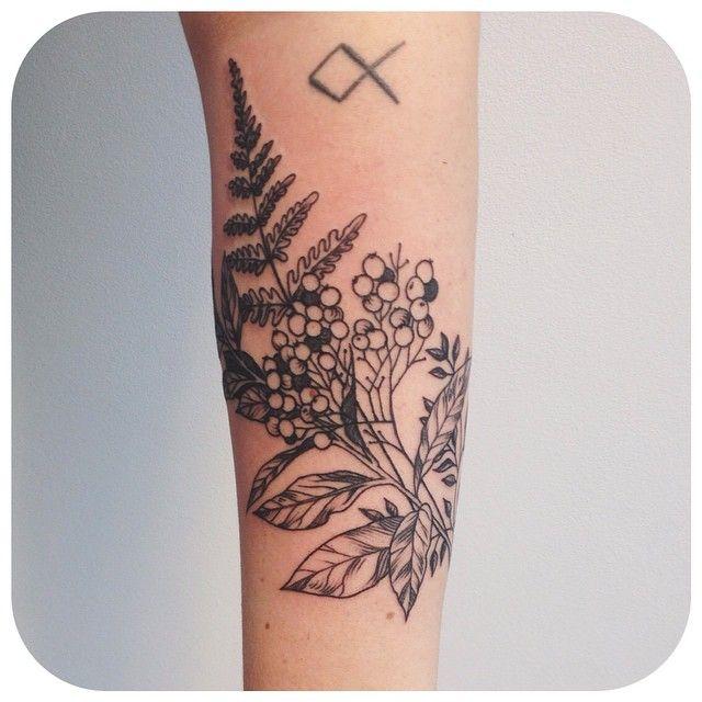 les 20 meilleures images du tableau tatouage fougere hortensia et plus sur pinterest tatouage. Black Bedroom Furniture Sets. Home Design Ideas
