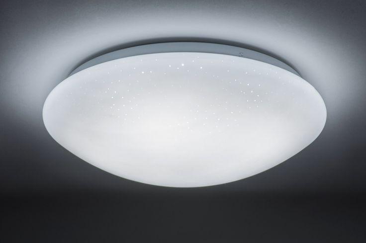 art 10867 Mooie plafondlamp met led verlichting voorzien van een sterrenhemel effect. (grote uitvoering) Het matte, witte kunststof is voorzien van kleine, doorzichtige puntjes waardoor een sterrenhemel effect ontstaat. http://www.rietveldlicht.nl/artikel/plafondlamp-10867-wit-kunststof-rond