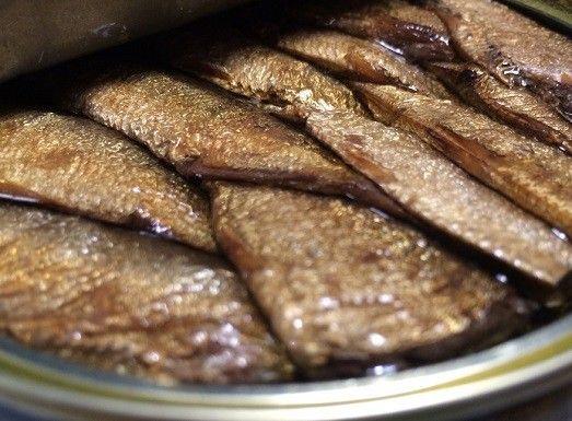 Любите ароматные золотистые шпроты? Как приготовить их дома