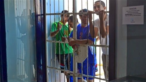 """Migrants: Migrant detention """"abuse"""" can scar children for life"""