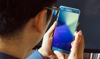 Принудително изключват Samsung Galaxy Note 7 от мрежата  Оказва се че много от хората закупили дефектиращите и опасни смартфони Samsung Galaxy Note 7 не искат да ги върнат обратно в дилърските центрове и продължават да ги използват. Този факт принуди ръководството на Samsung да стигне до крайни мерки. Първоначално апаратите Galaxy Note 7 бяха изключени от мрежата в Австралия а сега подобна мярка чака и Канада. Въпреки че в Канада 90% от закупените апарати са върнати останалите 10%…
