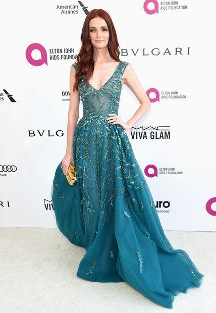 Oscars 2016: Lydia Hearst setzt mit ihrem türkisen Glamour-Kleid einen schönen Kontrast zu ihrem dunkelrotem Haar.