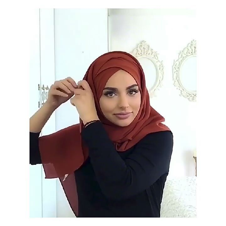 "1,198 Beğenme, 14 Yorum - Instagram'da ernie mavie (@erniemavie): ""#hijab #hijabers #hijabchamber #tesettur #tesettürlü #tülesarp #şal #hijabtutorial #tutorialhijab…"""