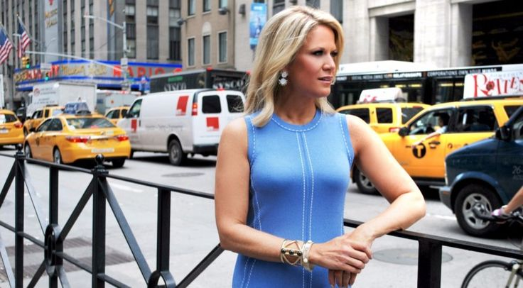 Hottest woman on Fox News: Martha MacCallum flaunts her assets in tight fitting dresses... #ecelebrityfacts