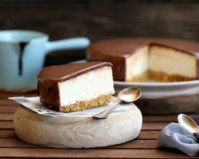 Tarta mousse de yogur con cobertura de chocolate con leche