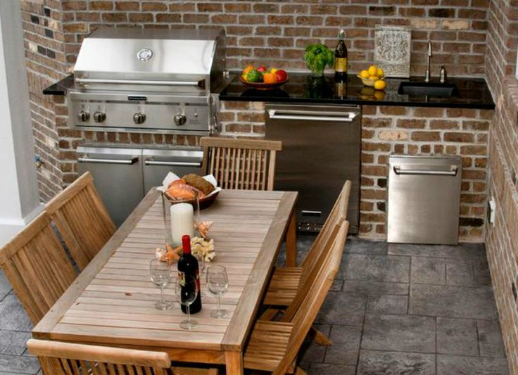 If cooking out is a big part of your warm weather routine, an outdoor kitchen is a great investment. The joys of eating al fresco are multiplied when you have convenient appliances within reach and a well designed outdoor dining area to enjoy delicious fare. Take a tip from these well-situated outdoor kitchens.