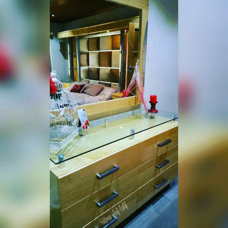 Dressing table decor ideas Dark red and beige