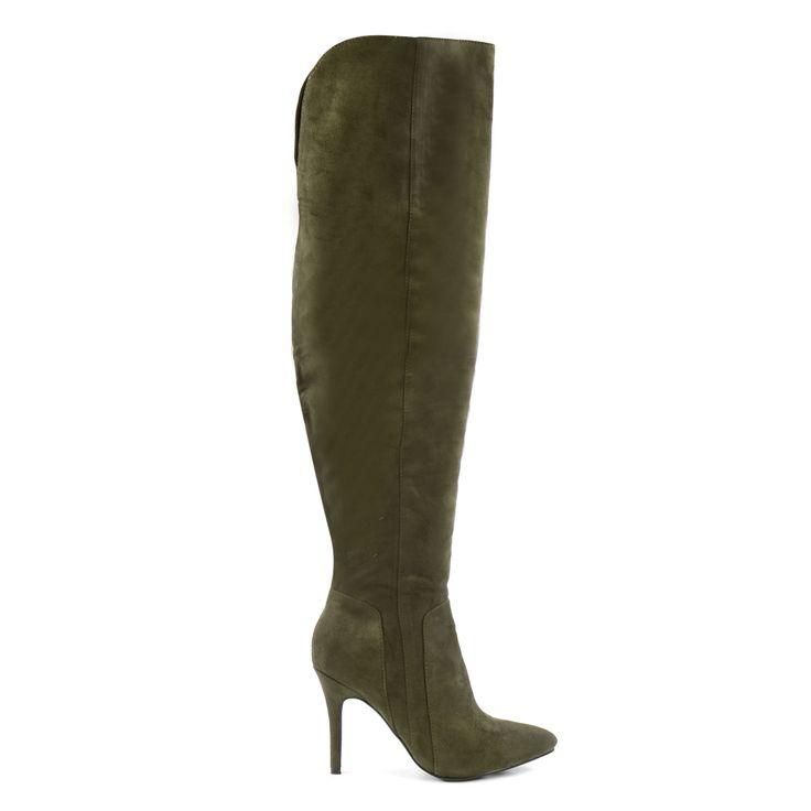 De overknee trend was vorig jaar al in opkomst en dit jaar zien we deze sexy laarzen werkelijk overal terug! Wij zijn fan van overknees omdat ze elke look net iets vrouwelijker maken en je benen echt een boost geven. De groene overknee laarzen van Sacha h
