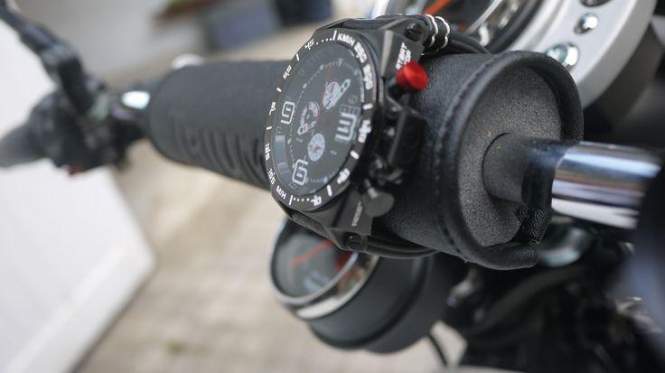 Montre homme sport Warm Up de GTO - bouton rouge pour un look dédié à l'automobile #montre #sport #homme #automobile #moto #rouge