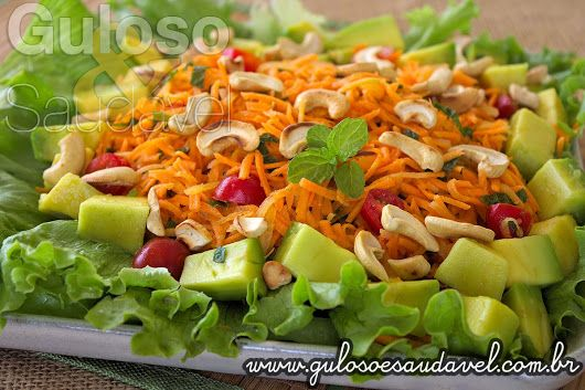 A saladinha do #almoço deixa o corpo leve, é nutritiva, simples de preparar e super saborosa, é a Salada de Cenoura Refrescante!  #Receita aqui: http://www.gulosoesaudavel.com.br/2014/03/25/salada-cenoura-refrescante/