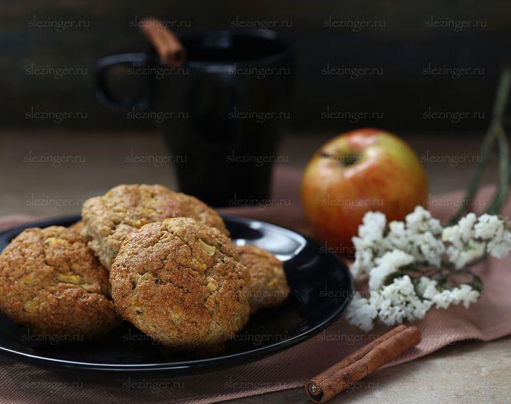 Это ну очень вкусные шотландские булочки с яблоком - сконы. Они получаются рассыпчатые, вкусные, полезные и ароматные.  Из указанного ниже числа ингредиентов у меня получилось 10 булочек. Кало