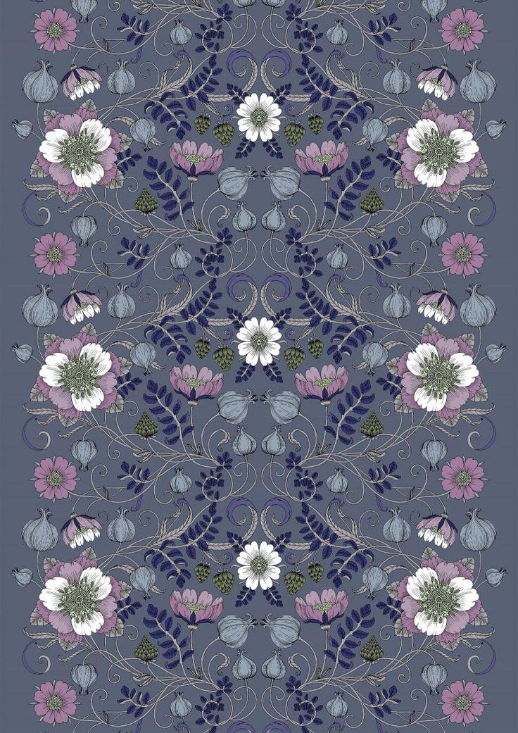 <p>Linnea-kankaan pääosassa on pellava. Suunnittelija Tanja Orsjoki kuvitteli itsensä sadan vuoden taakse ja taltioi tuon monikäyttöisen perinnekasvin kukat ja siemenkodat. Kuosista aistii syksyisen sadonkorjuujuhlan.</p> <p>Vall