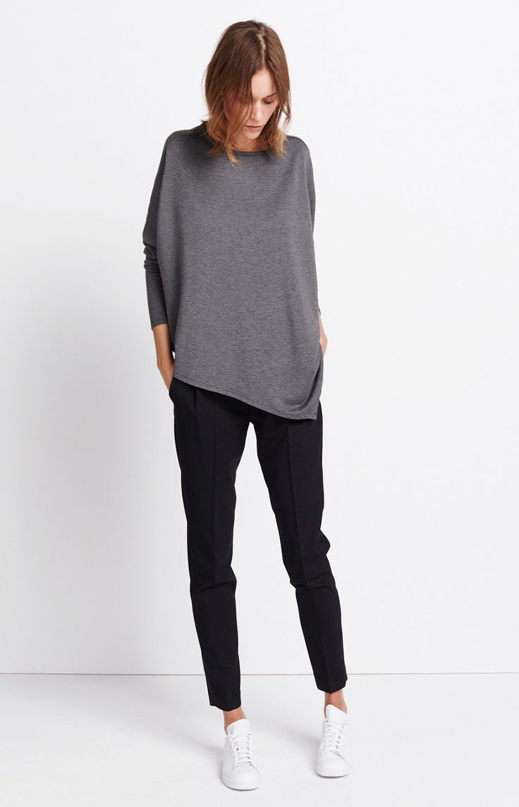 Damen Outfit Relaxed Proportions von someday Fashion: graues Sweatshirt, schwarze Stoffhose