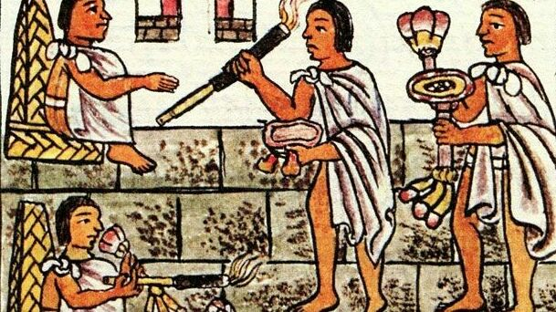 El hábito de fumar, de los mayas para todo el mundo -  Aunque los cigarros cubanos son quizá los más preciados del mundo, el cigarro probablemente no se originó en la isla. Fumar puros primero se arraigó en otras partes en el continente americano – exactamente donde y cuando sigue siendo incierto. Una vasija cerámica descubierta en Guatemala, fechada al menos en el siglo X, muestra a un maya resoplando hojas de tabaco ligadas con una cuerda. (Los mayas podrían haber dictado el nombre del…