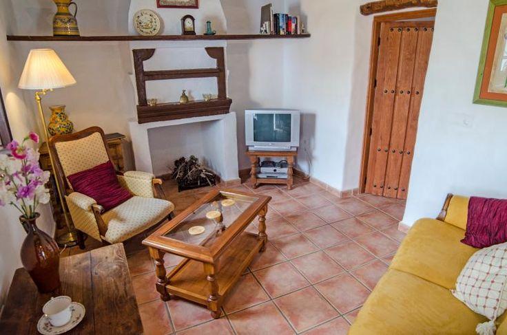 Alquiler de Casa en Canillas De Aceituno, Andalucía, con piscina privada y playa/lago próximos – Niumba