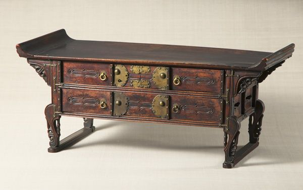 Desk with drawers and tiger paw shaped legs. Joseon Dynasty, 19th century. Joseon. 31.0×73.0 cm. No.25347
