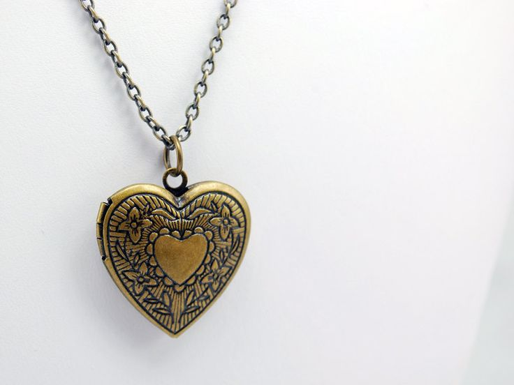 Medaillon kettingen - Victoriaans hart foto medaillon - Een uniek product van MadamebutterflyMeagan op DaWanda