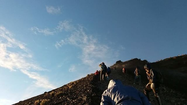 Wonderful day on Mount Rinjani - > Trekking 2Day-1Night via Sembalun can reach the summit.  Join #mujitrekkertrip  #mujitrekker #trekking #hiking #traveling #camping #wanderlust #travellust #wanderer #adventure #mountaineering #mountrinjani #mtrinjani #Lombok #lombokisland #tourlombok #sembalunvillage