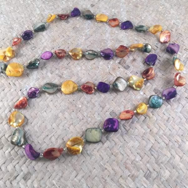 Long beaded necklace created from polished pebbles which have been coloured in a gorgeous array of rich colours.  Truly beautiful!  Not to mention that it will liven up so many outfits thanks to its fantastic contrasting colours.