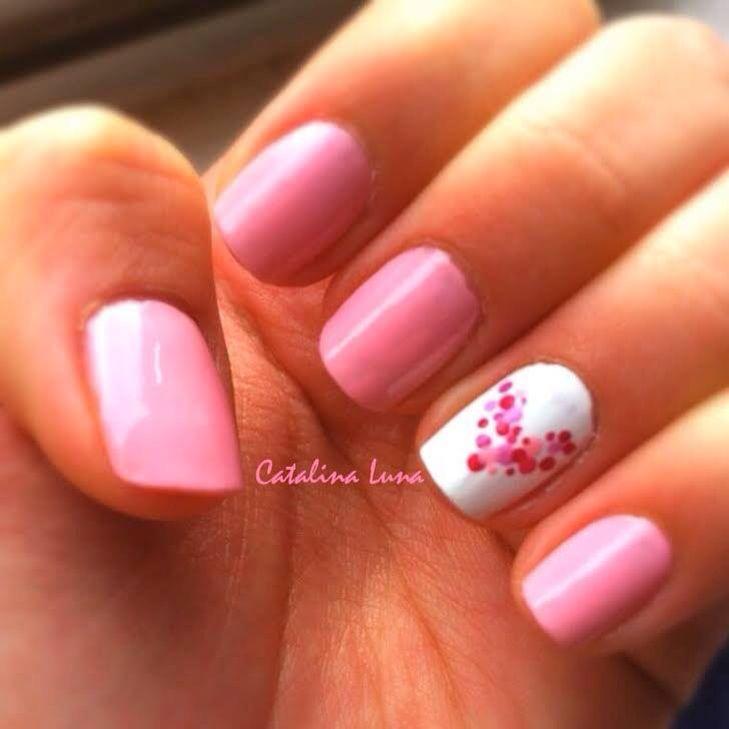 Nail art pink heart