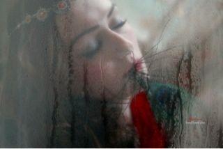 ''Yalnızlık bakımlı otlar arasında Kendiliğinden açan çiçek..''Gülten AKIN