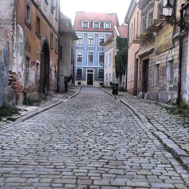 Quiet (forgotten) street in #Bratislava Old Town  by la_habladora