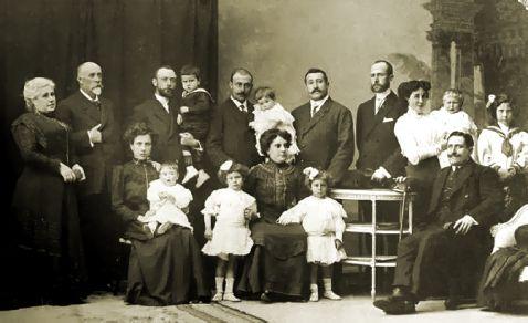 La idea de la Ciudad Lineal surge en 1882. Para que el proyecto de Soria saliera adelante, lo primero que debía hacer era encontrar suelo barato donde construir. El único lugar posible era hacia la…