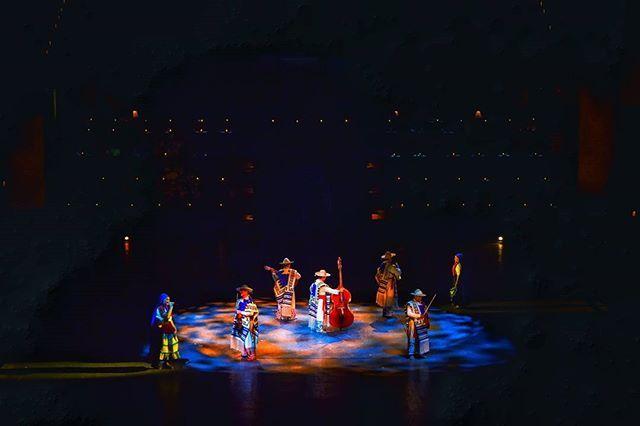 """Reposting @angel_darma: """"Excaret México Espectacular"""" gran show donde se muestra al bello público un viaje a través de la historia de México que va desde la epoca prehispanica hasta el México de hoy.  Con un staff de más de 300 actores con vestuarios y escenografias espectaculares nos llevan de la mano en un homenaje que desborda alegría, musica, danza, color, tradición, historia. Presentandose en las instalaciones de Xcaret Park. ----------------...---------------- """"Excaret Mexico…"""