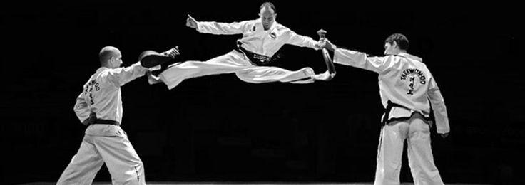 """El arte marcial de Teakwondo, que significa literalmente """"arte de pelea de manos y pies"""", tiene más de dos mil años de antigüedad y se considera un arte marcial de defensa personal desarrollado en Corea."""