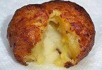 buñuelos de platano maduro rellenos de queso