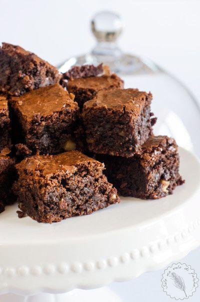 La ricetta perfetta per dei golosi brownies gluten free alle nocciole con tanto cioccolato. Senza farine dietetiche ma con sola farina di mandorle.