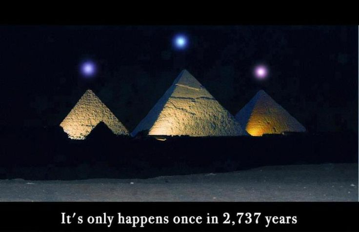 Mercury, Venus and Saturn above the Pyramids of Giza -