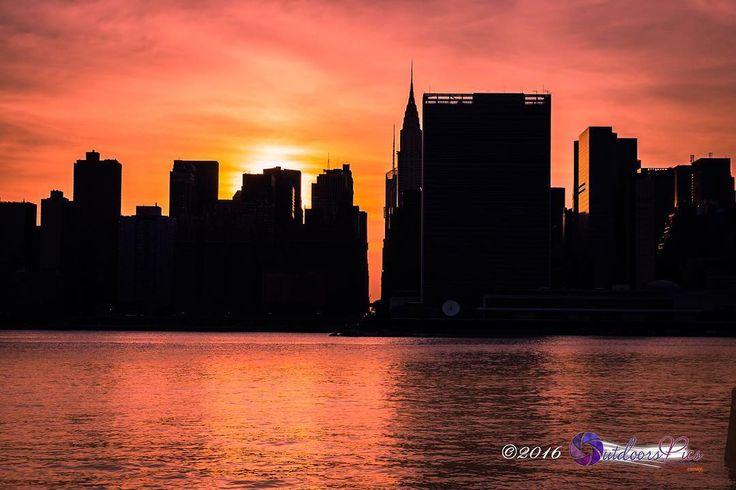 Sunset in NYC reframing mind rebuilding bridges. :@wiseconnex Nite nite...  #wiseconnex #outdoorspics #nyc #what_i_saw_in_nyc #newyork #newyorkcity #urban #photo #photographer #picoftheday #manhattan #instagram #rsa_streetview #streetphotography #street_perfection #ic_streetlife #streetstylesgf #fashion #streetlife #streetlife_award #beststreets #best_streetview #streetphotoclub #street_photo_club #ig_street #streetphotographers #streetstyle #TNYR #empirestatebuilding #UN #piday #31416…